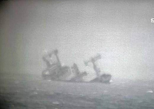 2 người chết, 11 thuyền viên được cứu trong vụ tàu hàng bị chìm ở Bình Thuận ảnh 1