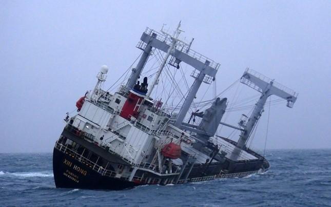 2 người chết, 11 thuyền viên được cứu trong vụ tàu hàng bị chìm ở Bình Thuận ảnh 3