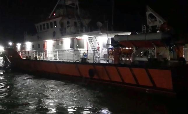 2 người chết, 11 thuyền viên được cứu trong vụ tàu hàng bị chìm ở Bình Thuận ảnh 2