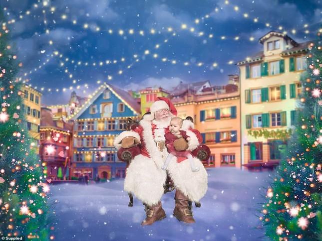 Xúc động bộ ảnh Giáng sinh bên ông già Noel của bệnh nhi giữa mùa COVID-19 ảnh 11