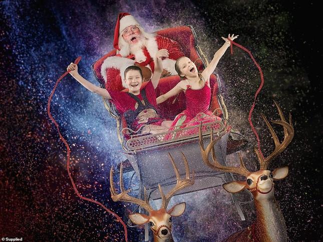 Xúc động bộ ảnh Giáng sinh bên ông già Noel của bệnh nhi giữa mùa COVID-19 ảnh 12