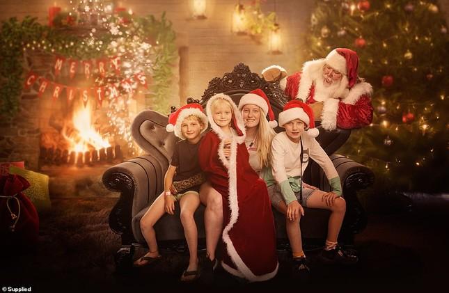 Xúc động bộ ảnh Giáng sinh bên ông già Noel của bệnh nhi giữa mùa COVID-19 ảnh 13
