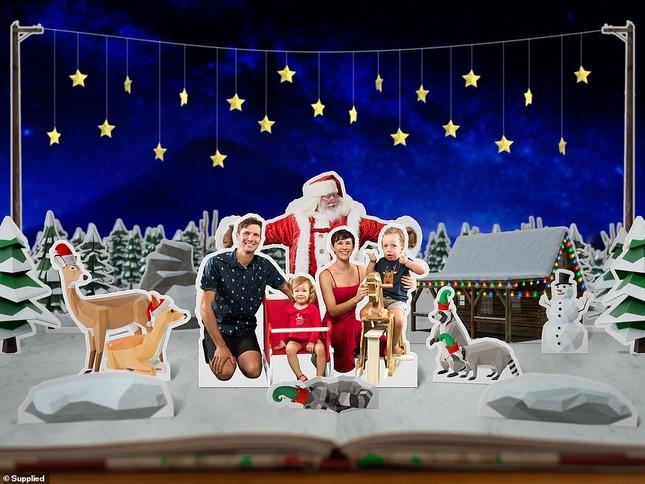 Xúc động bộ ảnh Giáng sinh bên ông già Noel của bệnh nhi giữa mùa COVID-19 ảnh 14