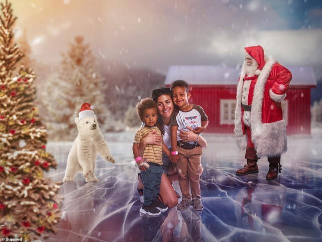 Xúc động bộ ảnh Giáng sinh bên ông già Noel của bệnh nhi giữa mùa COVID-19 ảnh 16