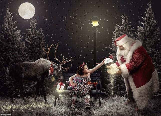 Xúc động bộ ảnh Giáng sinh bên ông già Noel của bệnh nhi giữa mùa COVID-19 ảnh 18