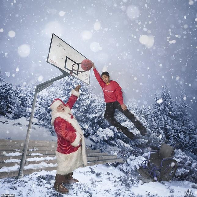 Xúc động bộ ảnh Giáng sinh bên ông già Noel của bệnh nhi giữa mùa COVID-19 ảnh 19