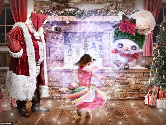 Xúc động bộ ảnh Giáng sinh bên ông già Noel của bệnh nhi giữa mùa COVID-19 ảnh 1