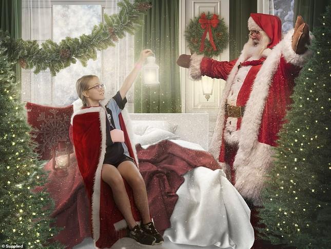 Xúc động bộ ảnh Giáng sinh bên ông già Noel của bệnh nhi giữa mùa COVID-19 ảnh 4