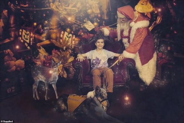 Xúc động bộ ảnh Giáng sinh bên ông già Noel của bệnh nhi giữa mùa COVID-19 ảnh 6