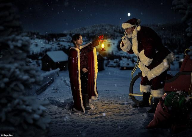 Xúc động bộ ảnh Giáng sinh bên ông già Noel của bệnh nhi giữa mùa COVID-19 ảnh 7