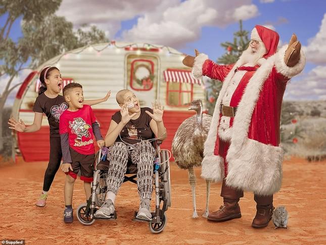 Xúc động bộ ảnh Giáng sinh bên ông già Noel của bệnh nhi giữa mùa COVID-19 ảnh 8