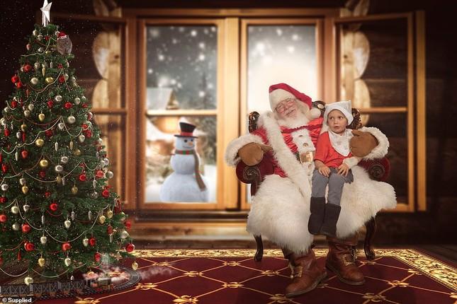Xúc động bộ ảnh Giáng sinh bên ông già Noel của bệnh nhi giữa mùa COVID-19 ảnh 9
