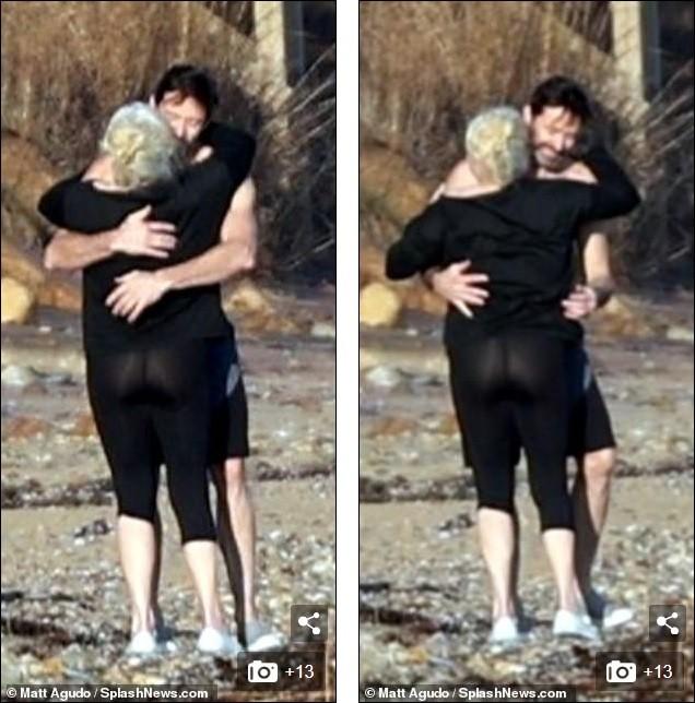 'Người sói' khoe cơ bắp rắn rỏi tuổi 52, ôm ấp tình tứ bà xã U70 trên bãi biển ảnh 3
