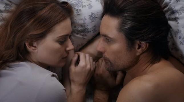 29 cảnh sex trong phim điện ảnh và truyền hình táo bạo nhất năm 2020 - Phần 2 ảnh 1