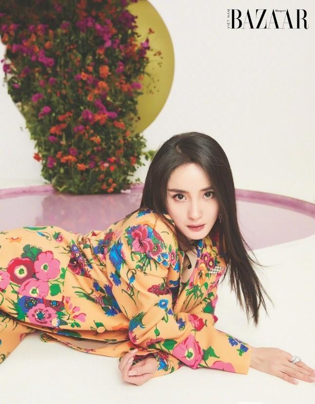 Dương Mịch lên trang bìa sinh nhật 10 năm của Harper's Bazaar Việt Nam ảnh 2