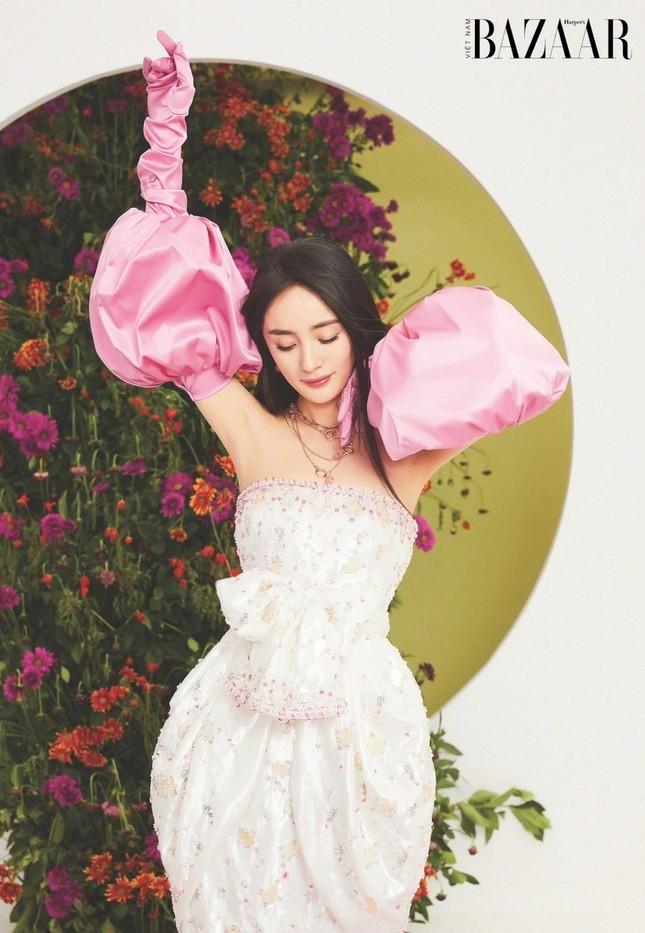 Dương Mịch lên trang bìa sinh nhật 10 năm của Harper's Bazaar Việt Nam ảnh 5
