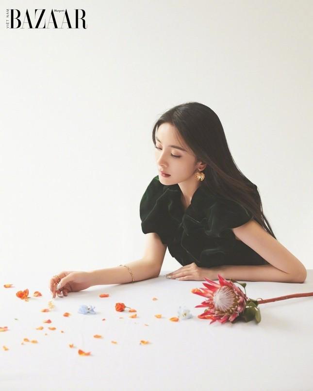 Dương Mịch lên trang bìa sinh nhật 10 năm của Harper's Bazaar Việt Nam ảnh 6