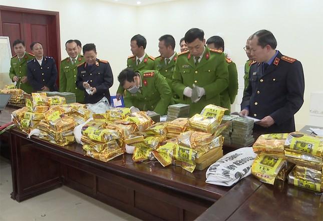 Hàng chục cảnh sát vây bắt 4 người chở gần 200 kg ma tuý như phim hành động ảnh 2