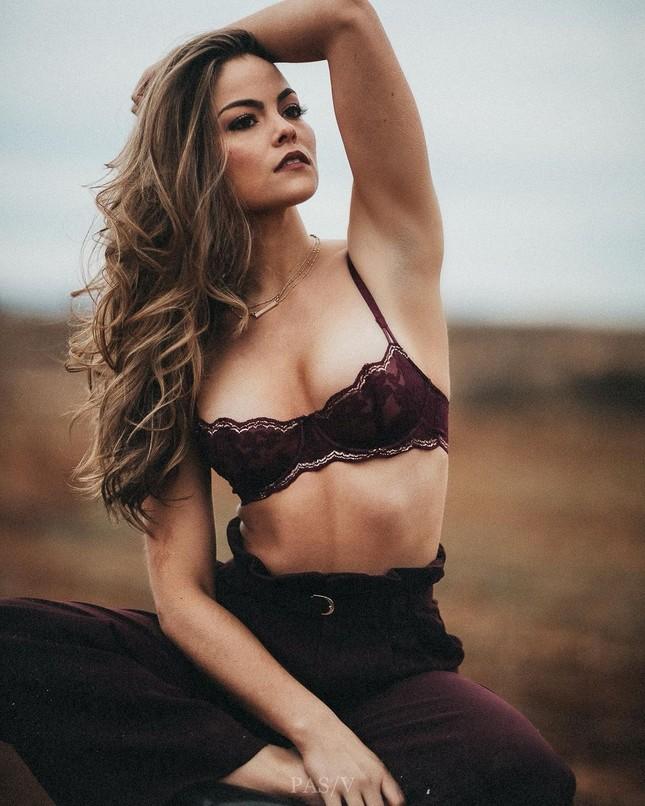 Sắc vóc cực phẩm của người mẫu 27 tuổi đăng quang Hoa hậu Trái đất Mỹ 2021 ảnh 5