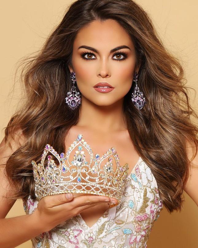 Sắc vóc cực phẩm của người mẫu 27 tuổi đăng quang Hoa hậu Trái đất Mỹ 2021 ảnh 4