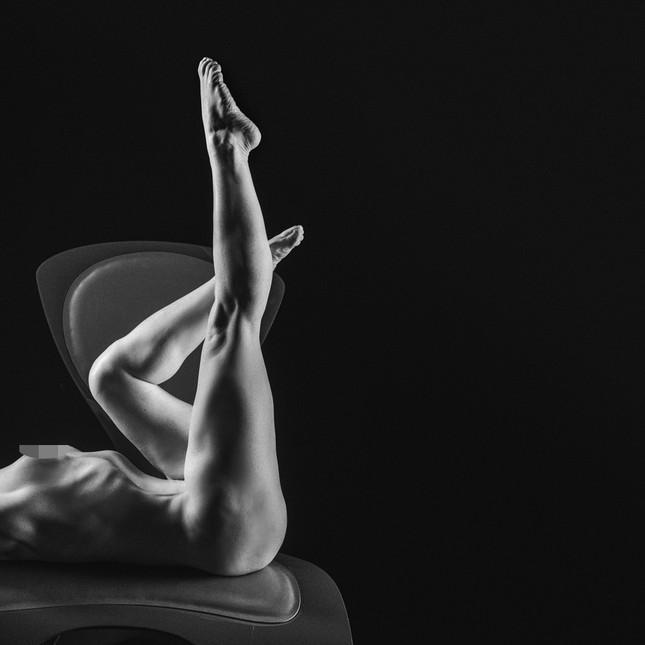 Những bức ảnh khỏa thân đen – trắng đẹp nhất năm 2020 ảnh 8