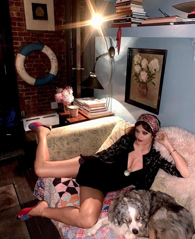 Siêu mẫu Helena Christensen 52 tuổi vẫn sở hữu hình thể 'bốc lửa' đáng ghen tỵ ảnh 3