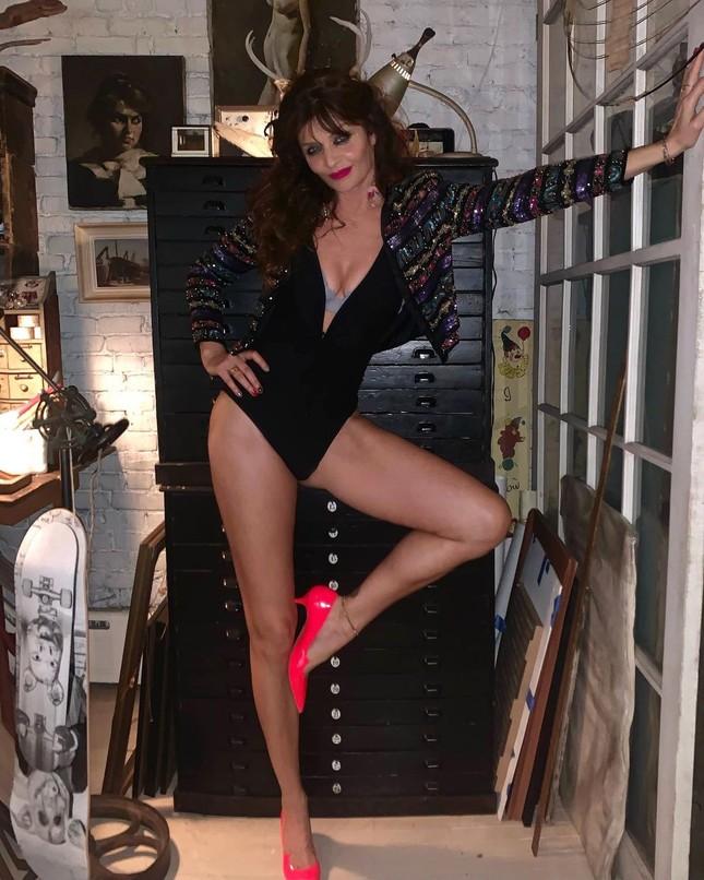 Siêu mẫu Helena Christensen 52 tuổi vẫn sở hữu hình thể 'bốc lửa' đáng ghen tỵ ảnh 2