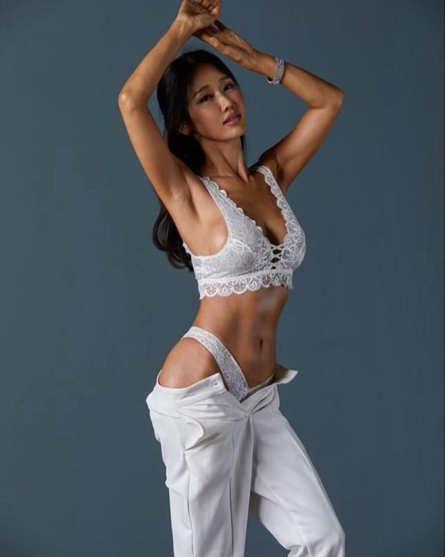 Nữ nha sĩ nóng bỏng 52 tuổi bị 'ném đá' vì tự nhận đẹp hơn Kim Tae Hee ảnh 5