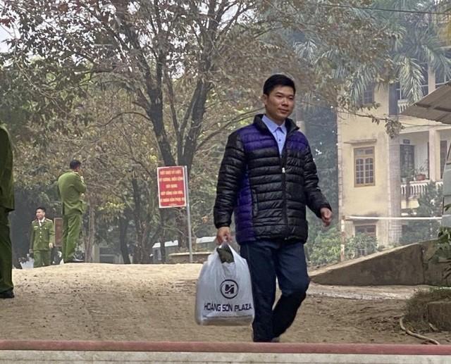 Được ân xá ra tù, cựu bác sĩ Hoàng Công Lương có được trở lại với nghề? ảnh 1