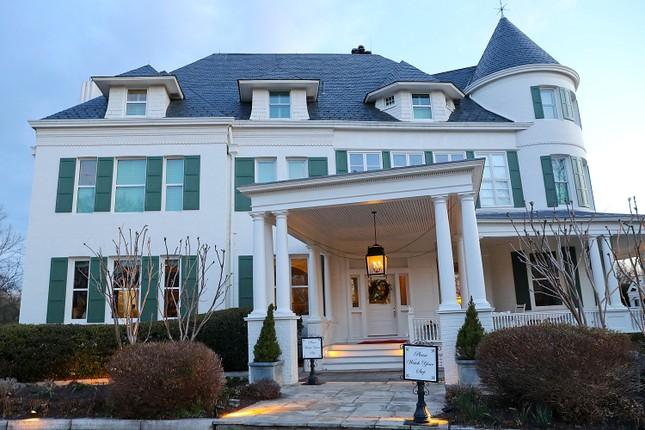 'Choáng ngợp' kiến trúc dinh thự dành riêng cho Phó Tổng thống Mỹ ảnh 3