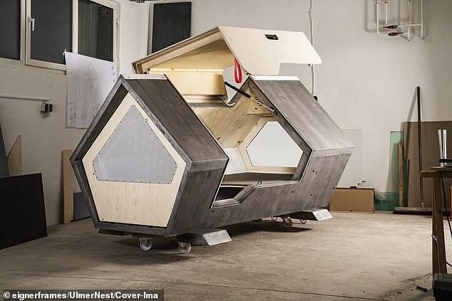 Bất ngờ với thiết kế tiện lợi của 'buồng ngủ di động' dành cho người vô gia cư ảnh 2