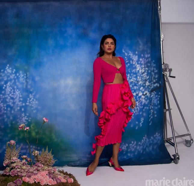 Hoa hậu Priyanka Chopra kể về 6 tháng không rời chồng trẻ do COVID-19 ảnh 4