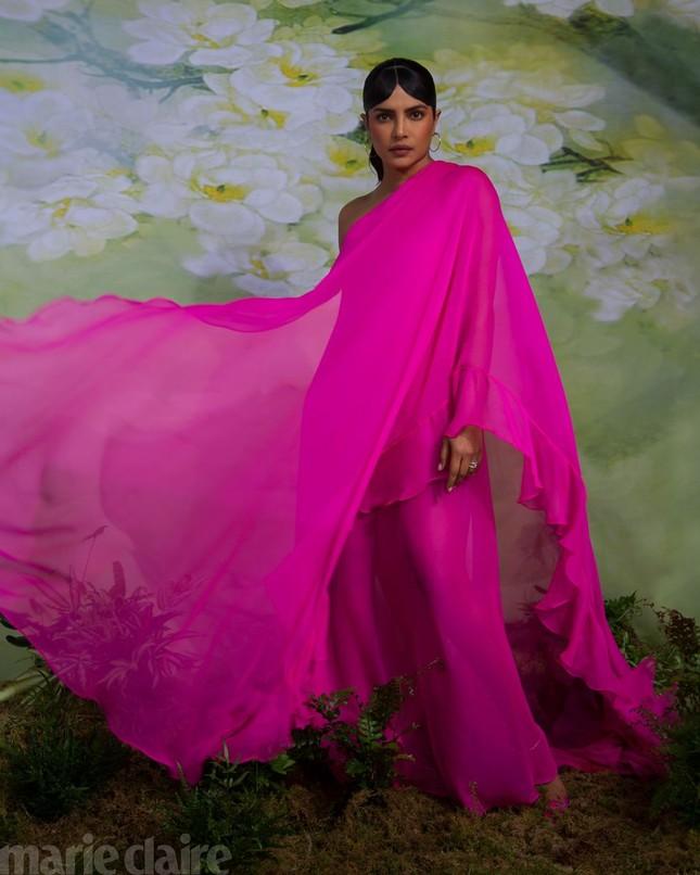 Hoa hậu Priyanka Chopra kể về 6 tháng không rời chồng trẻ do COVID-19 ảnh 5