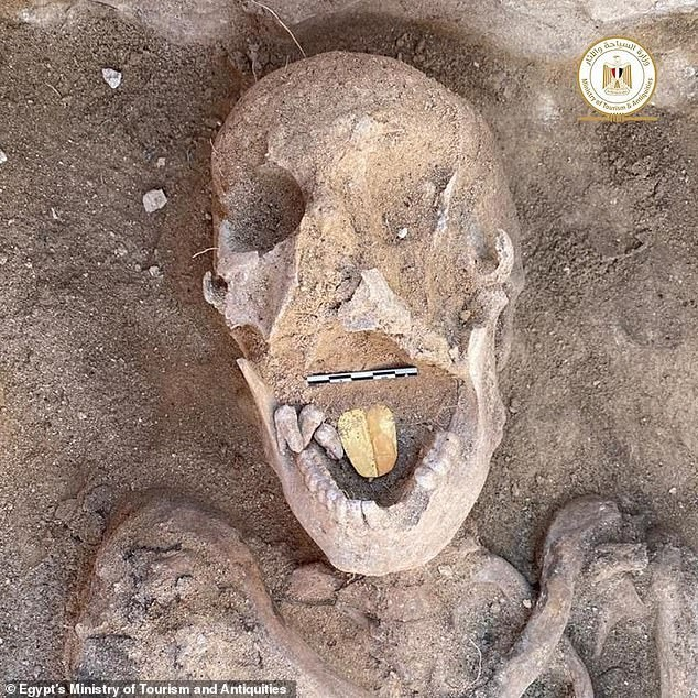 Xác ướp Ai Cập 2.000 năm tuổi có chiếc lưỡi bằng vàng ảnh 1