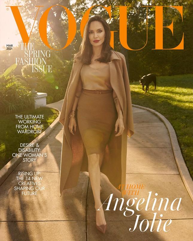 Angelina Jolie chia sẻ ảnh gia đình hiếm hoi trên Vogue Anh, trải lòng về việc làm mẹ ảnh 1