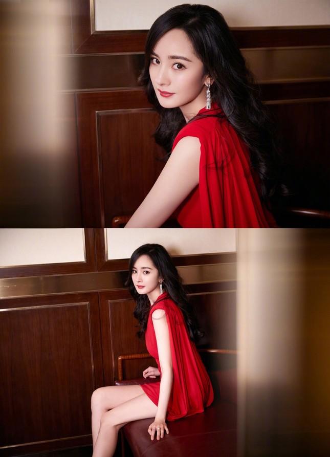 Dương Mịch gợi cảm hết nấc trong sắc đỏ, đôi chân dài miên man thành tâm điểm ảnh 5
