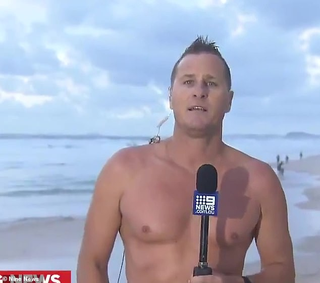 Đang ghi hình, MC thời tiết lao xuống biển vớt thi thể người bị nạn ảnh 1