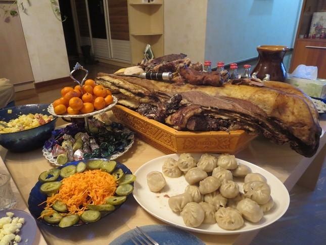 Món bánh bao trong ngày Tết của người Mông Cổ có nhân là gì?