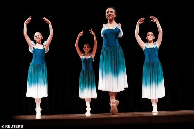 Vũ công ballet không tay 16 tuổi gây 'bão' mạng xã hội ảnh 4