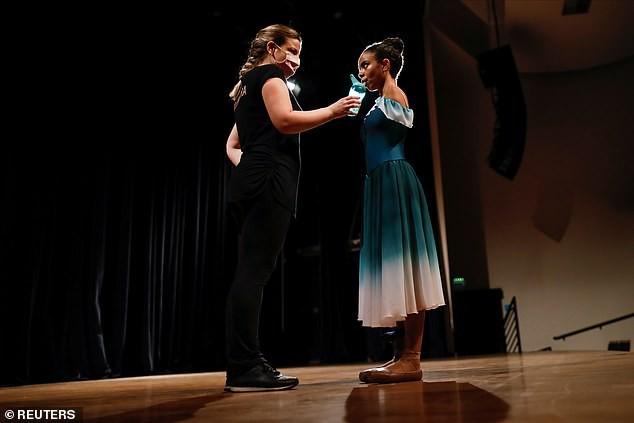 Vũ công ballet không tay 16 tuổi gây 'bão' mạng xã hội ảnh 2