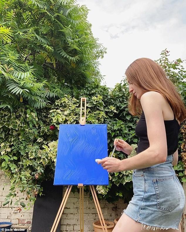 Vẽ tranh khỏa thân chống chán ngày dịch, 9x bỏ việc chính vì kiếm bộn tiền ảnh 3