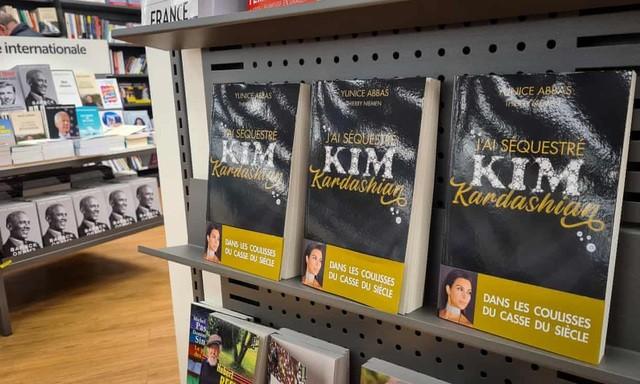 Sách kể vụ Kim Kardashian bị trói và mất trang sức hơn 250 tỷ đồng ảnh 1