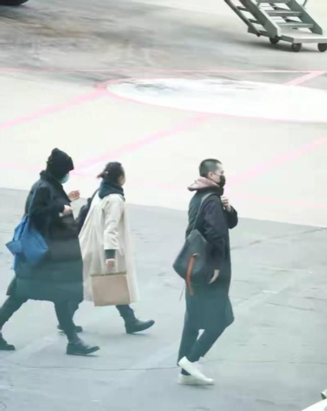 Vương Phi chụp ảnh cùng tình trẻ tin đồn và con gái giữa nghi vấn chia tay Tạ Đình Phong ảnh 7