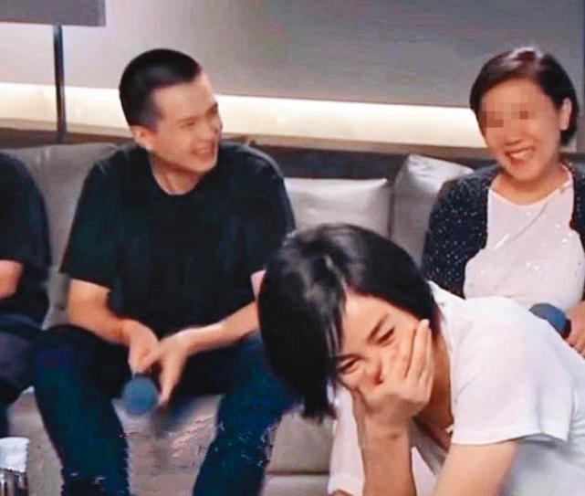 Vương Phi chụp ảnh cùng tình trẻ tin đồn và con gái giữa nghi vấn chia tay Tạ Đình Phong ảnh 5