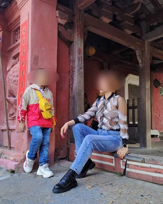 Bản tin 8H: Bức xúc cô gái ăn mặc phản cảm chụp hình ở Chùa Cầu Hội An ảnh 1