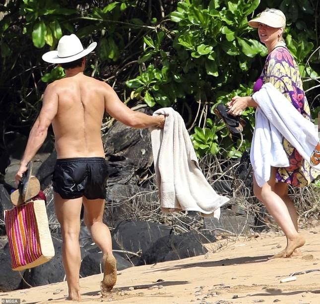Chưa lấy lại dáng sau sinh con, Katy Perry vẫn tự tin diện đồ bơi trễ nải ảnh 7