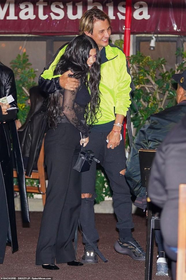 Kourtney Kardashian mặc áo xuyên thấu 'có như không' ảnh 5