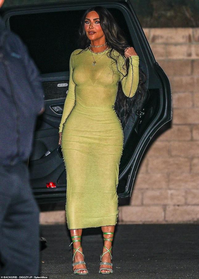 Kourtney Kardashian mặc áo xuyên thấu 'có như không' ảnh 8