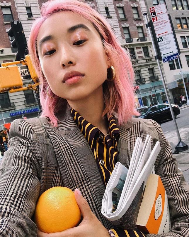 Sắc vóc của người mẫu 27 tuổi vừa trở thành tổng biên tập Vogue trẻ nhất ảnh 3