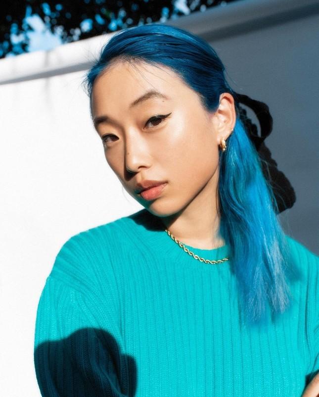 Sắc vóc của người mẫu 27 tuổi vừa trở thành tổng biên tập Vogue trẻ nhất ảnh 1